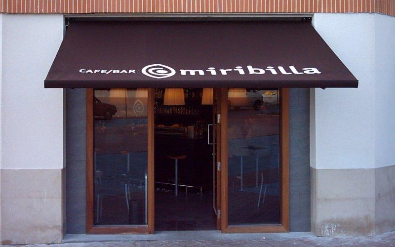 toldo brazos invisibles en cafe bar miribilla 1